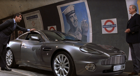 Q_demonstrates_the_Aston_Martin_Vanish_(Die_Another_Day).png