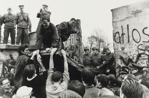 Berlin_Wall_Nov_11_1989.jpg