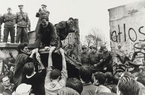 Berlin_Wall_Nov_11_1989.jpg