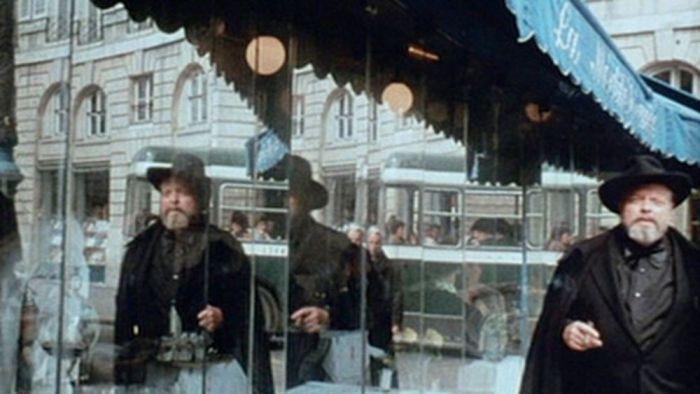 f-for-fake-Welles_mirror.jpg
