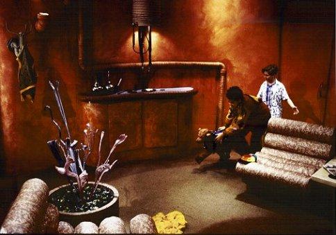 meet_the_hollowheads_living_room.jpg
