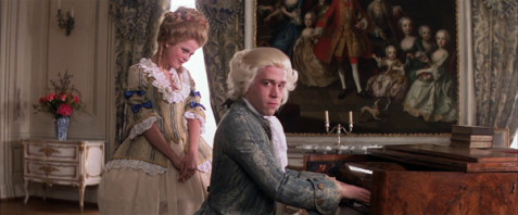 Amadeus_at_the_piano.png